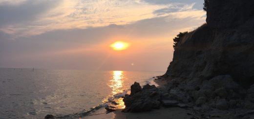 zalazak sunca na predivnoj privatnoj plaži